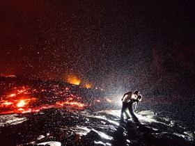 火山熔岩前的熱吻自拍,不靠後製的冒險技法大公開