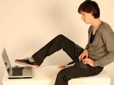 16款可穿戴 3C 產品大集合,掃雷脫鞋、鍵盤褲子…那一個發明最瞎?