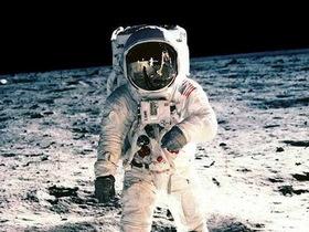 帶我去月球:阿姆斯壯精彩照片回顧一生