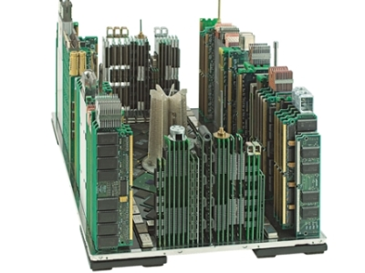 舊主機板、記憶體、散熱器變身建築模型,資源回收也能大玩創作藝術