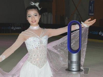 Dyson 冬暖夏涼兩用風扇 AM04,無葉片設計、用渦輪增壓提供6倍風速