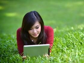 太陽能螢幕充電貼片,未來餵飽 iPhone、iPad 超簡單