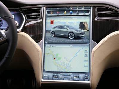 平板電腦進入汽車,取代傳統座艙按鍵的 17吋觸控螢幕