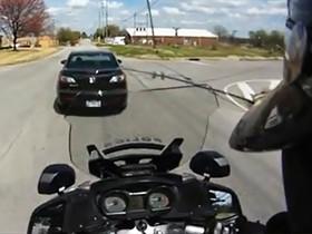 警察第一人稱視角,員警頭盔行車記錄器直擊高速追捕過程