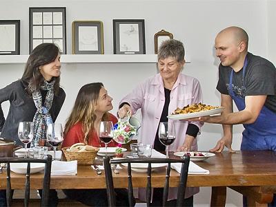用你的廚藝招待各國旅客! EatWith 讓當地居民分享餐桌、廚藝及友誼