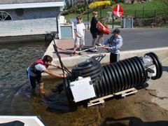 燈泡之父愛迪生轉世,18歲天才高中生 DIY 小型潛水艇