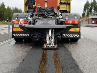 Volvo 的道路無線充電:只要時速大於60公里就能邊開邊充