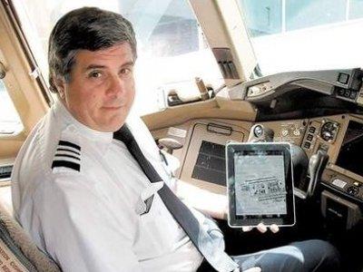 取代 15 公斤飛行手冊,美國航空:一人發一台 iPad 就好啦!