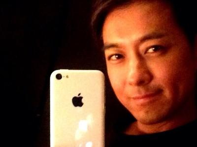 林志穎秀 iPhone 5c,這真的是廉價版 iPhone?