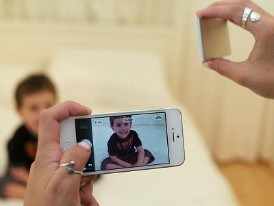 手機也能玩離機閃光拍攝 ,藍牙無線 LED 補光新概念