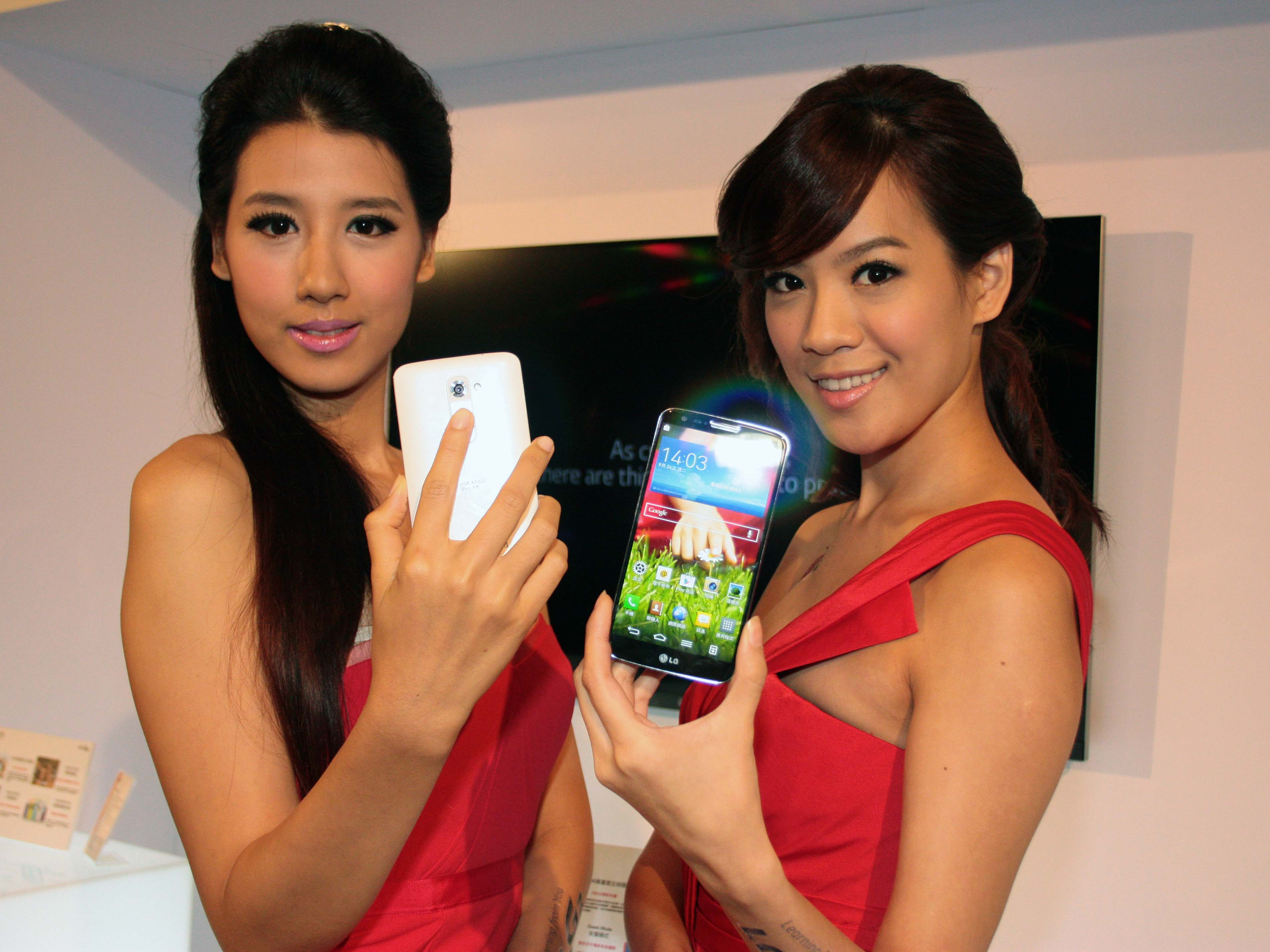 LG G2 正式發表 16GB 版本售價19,900元 10月底前送QuickWindows感應皮套
