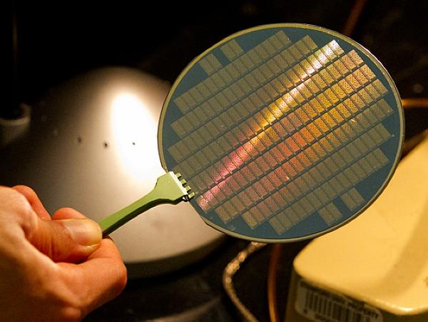 史丹佛大學團隊製造出全球第一台碳奈米管電腦
