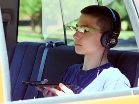 解救低頭族,I90「平板眼鏡」人類抬頭顯示器