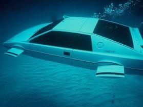 007 電影《海底城》中的潛艇汽車,Elon Musk 想要讓它變成真的
