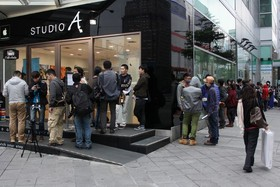 STUDIO A iPhone 5S/5C首賣 蘋果迷排隊12小時搶買  5S 1.5小時全數售罄