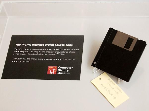 99行程式碼造成了數千萬美金的損失!Robert Morris 寫出了世界上第一支蠕蟲病毒