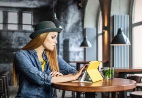 羅技折疊保護組 for iPad Air  輕盈的設計提供最佳的保護 搭配 UE 9000 及 UE BOOM 輕鬆打造屬於您的平板無線世界