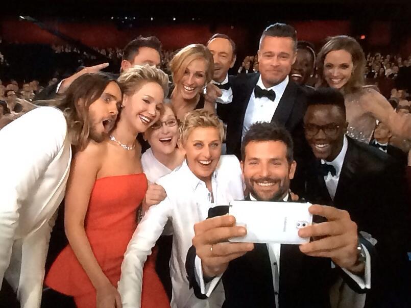 錢花對了!三星贊助奧斯卡頒獎典禮大咖演員玩自拍,Twitter 每秒破千次轉推
