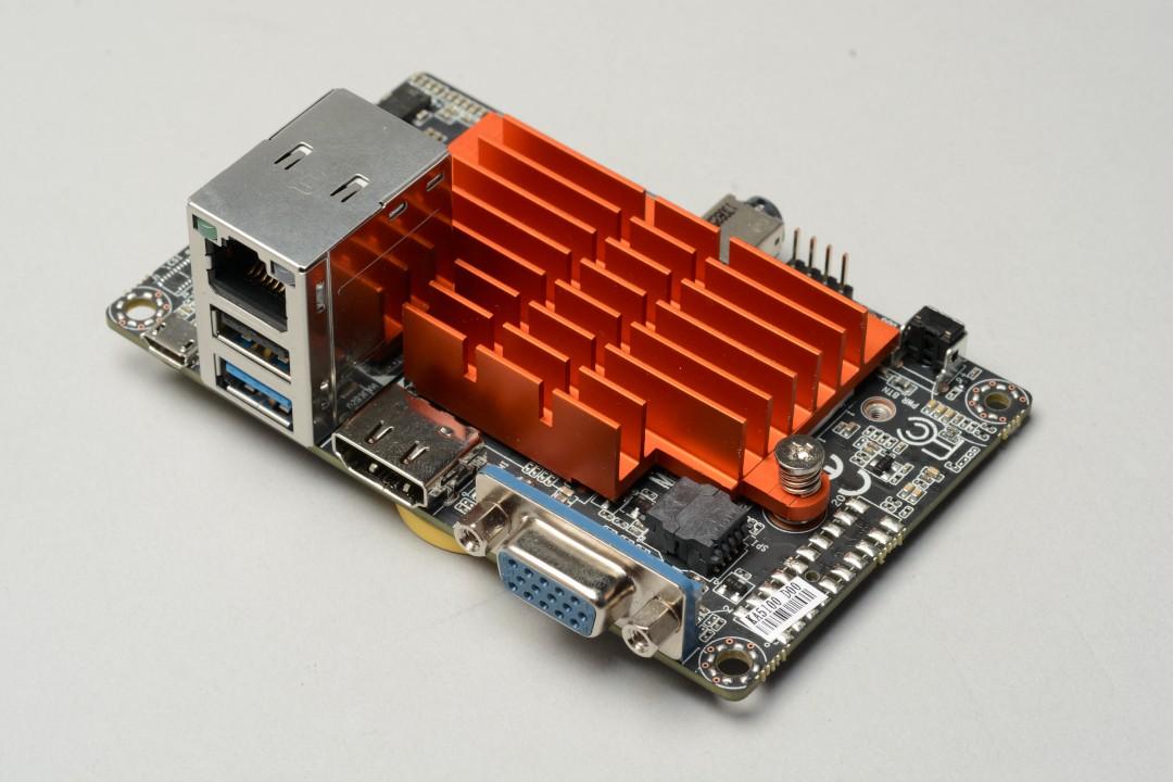 6000元有找x86迷你PC,ECS LIVA內藏Intel SoC、雙頻網卡,用行動電源照樣跑