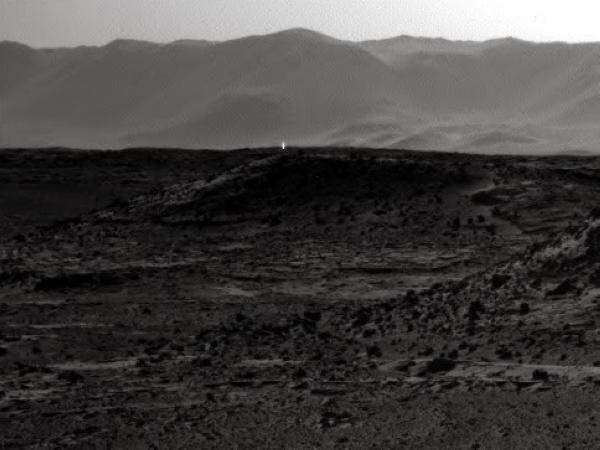好奇號拍到的火星亮點,是火星人存在的證據嗎? NASA 説:「誤會一場啦!」