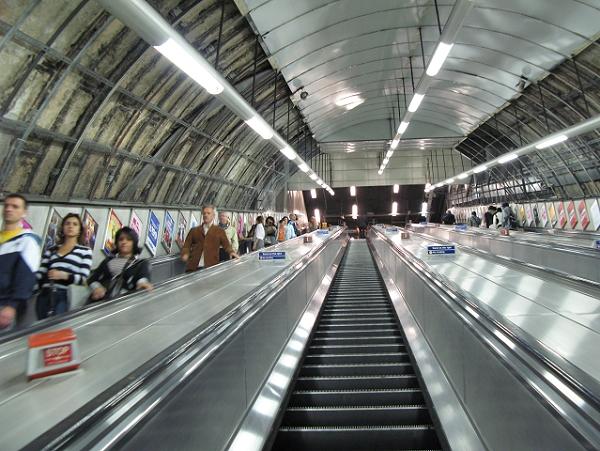 大眾運輸系統與機場安檢設施觀察
