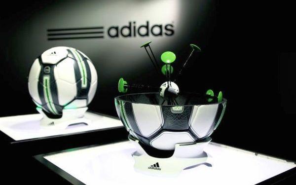 Adidas miCoach 智慧足球:內建感應器,讓使用者進行科學化訓練課程