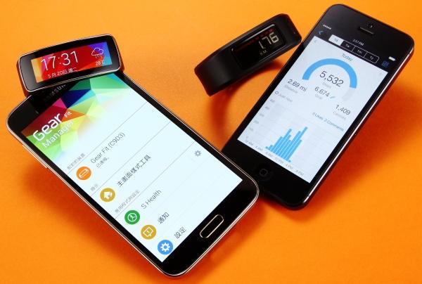 Samsung Gear Fit、Garmin Vivofit 讓健身變簡單,新一代智慧手環強勢登場