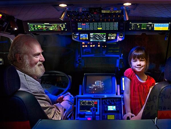 為了帶女兒探索世界,他造了一輛瘋狂RV休旅車