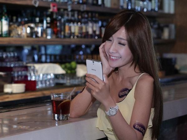 到亞太電信指定門市體驗BenQ F5 4G LTE手機 拿好禮抽大獎  微光拍照 快速傳輸 電子錢包 一機包辦大小事