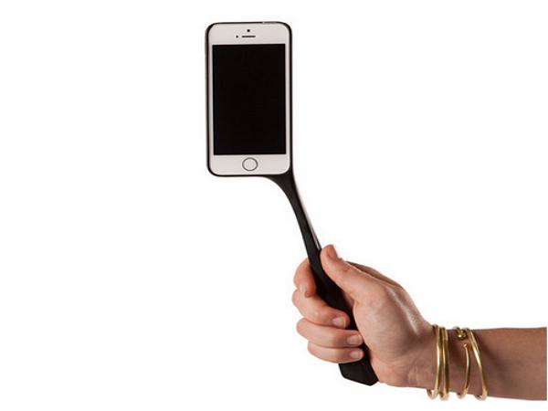 這個手機殼,讓你不用再買自拍棍