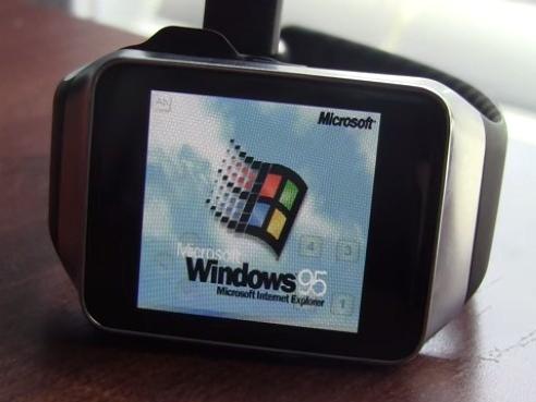 外國玩家成功在智慧手錶上跑 Windows 95
