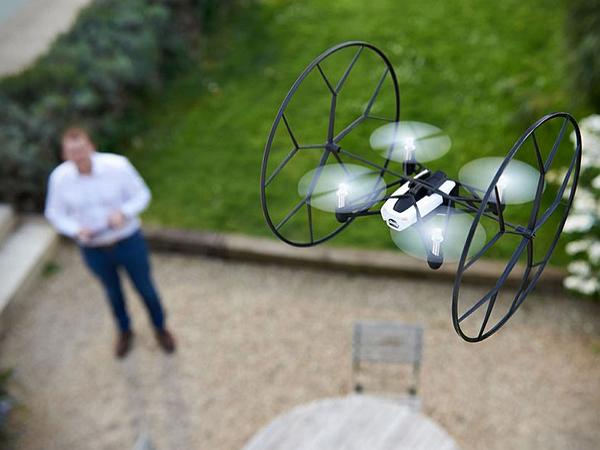 小編也有飛行夢,可懸停四軸遙控機 Parrot Rolling Spider 實測 | T客邦