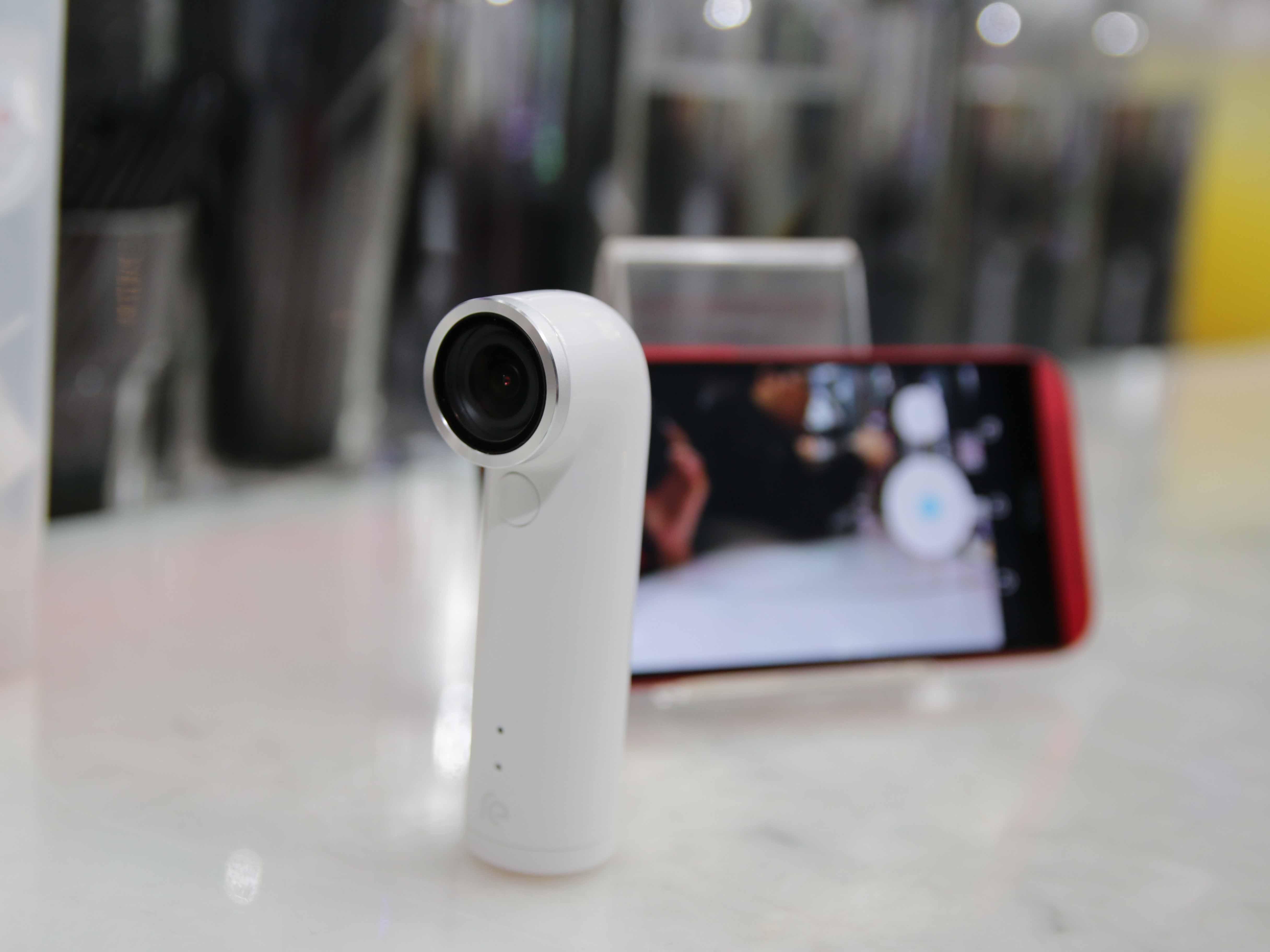 潛望鏡奇特外型!HTC首款運動攝影機RE  現場體驗