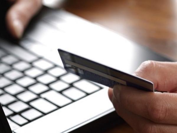 網購刷卡風險多,金管會修正定型化契約 明年被盜刷損失將由銀行吸收
