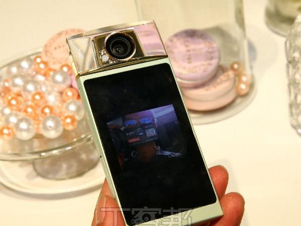 香水瓶機 Cyber-shot DSC-KW11 在台上市!180度翻轉、美顏美形自拍新神器