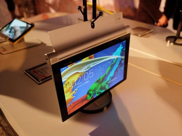 聯想在台發表 Yoga Tablet 2 Pro :內建投影機的輕薄平板