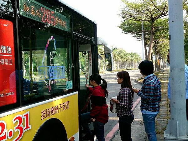高雄搭公車將有免費Wi-Fi可以用!美食、景點在公車上立馬查詢