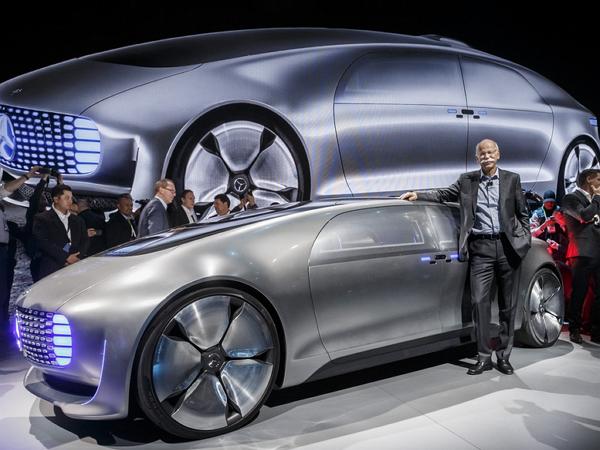 賓士發表超前衛造型無人駕駛車,駕駛甚至可以與乘客打麻將