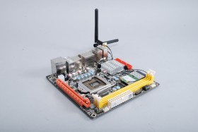 ZOTAC最強Mini-ITX,有10個USB還內建802.11n