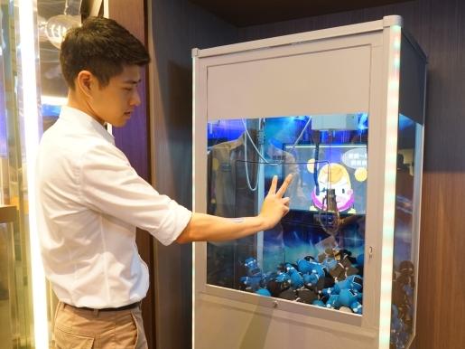三創園區 Intel 概念店體驗,展示用手勢就能控制一切的 Intel RealSense 技術