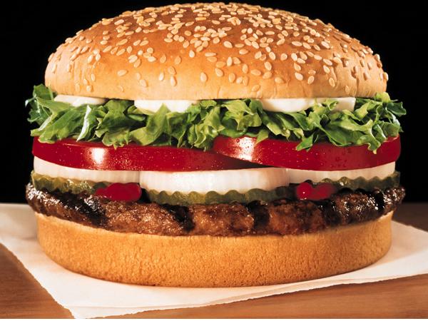 在2009年,漢堡王辦了一個奇葩活動:刪除10個臉書好友,就給你一個華堡