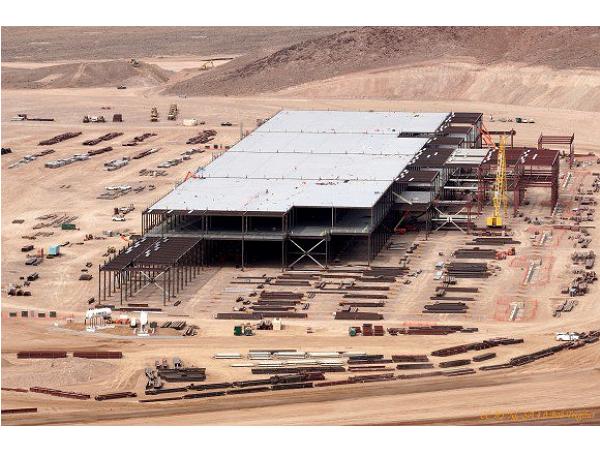 (短片)遙控機航拍:帶你去特斯拉巨型電池工廠 Gigafactory 上空繞一圈