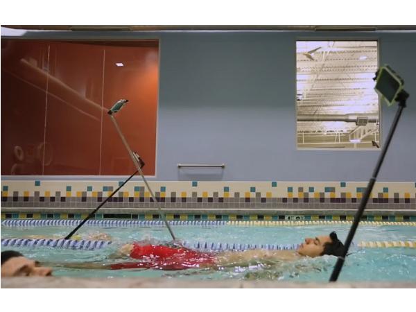 (短片)來自必勝客的貼心叮嚀:自拍有風險,慎用自拍杆