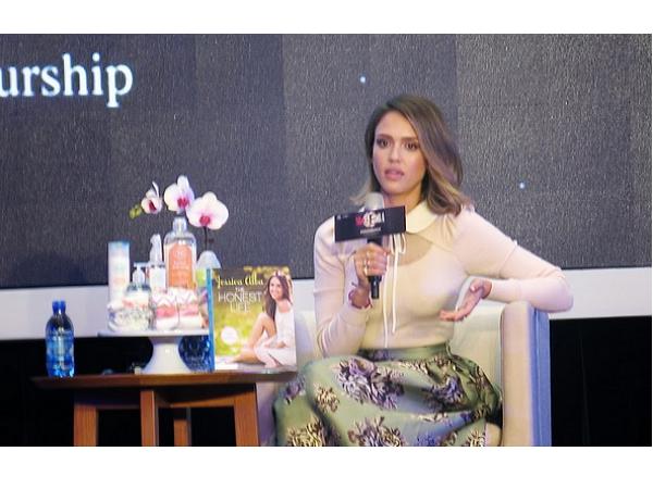 當女藝人變成女創業家:潔西卡艾芭與趙薇這樣說