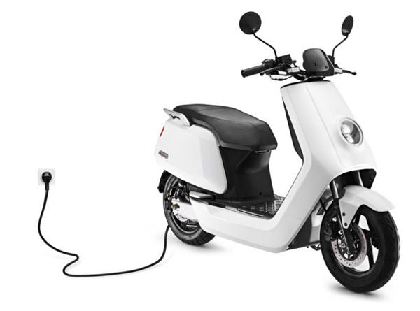 來自中國的智慧電動機車「小牛N1」:續航力100公里,價格不到台幣兩萬五千元