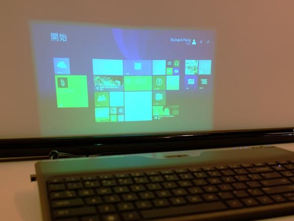 鍵盤廠商出奇招,鍵盤內建投影機可投 100 吋大畫面