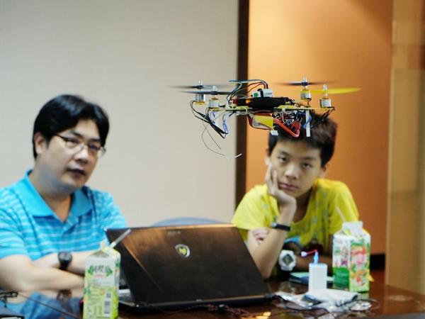 【Maker Club】四軸飛行器第二彈,無人機組裝、飛行再體驗