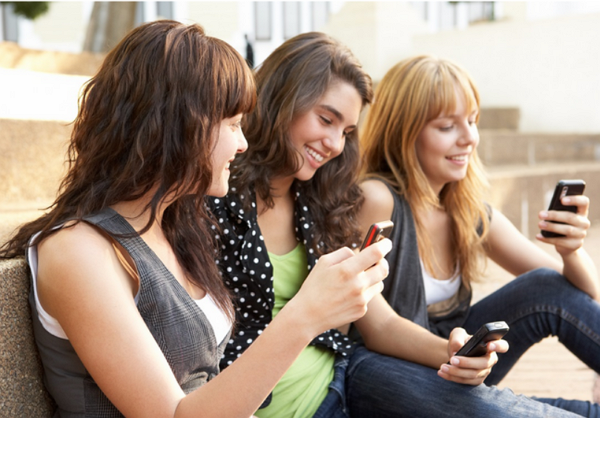 不給他們4G跟Wi-Fi,孩子照樣有辦法在課堂上用手機聊天