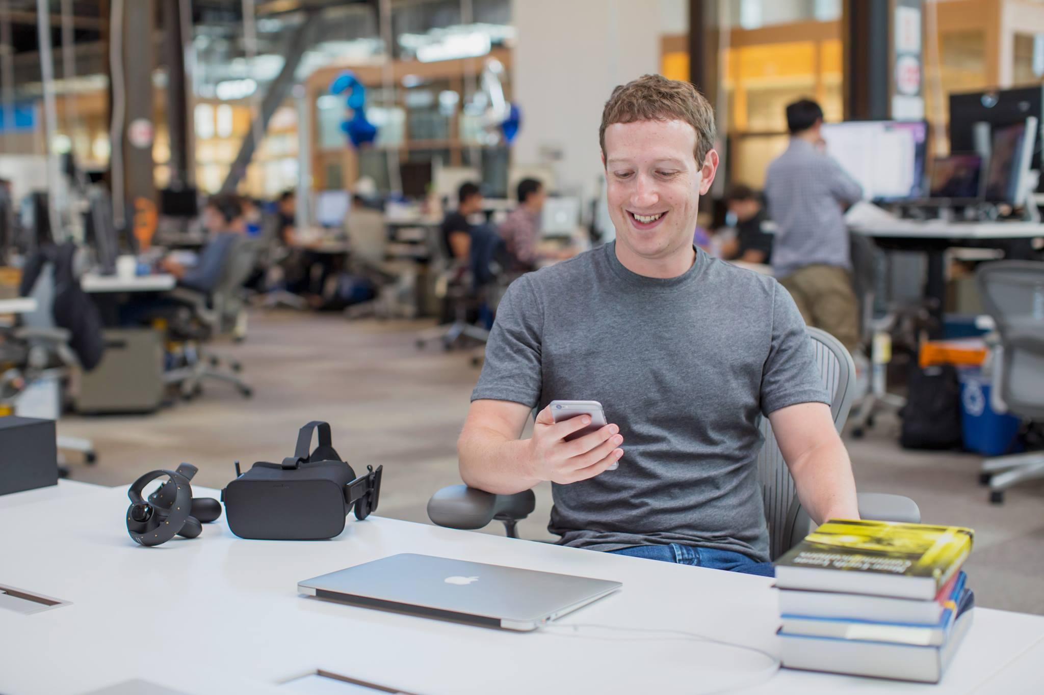祖克伯臉書線上問答大亂鬥,連終結者阿諾跟史蒂芬霍金博士都來發問