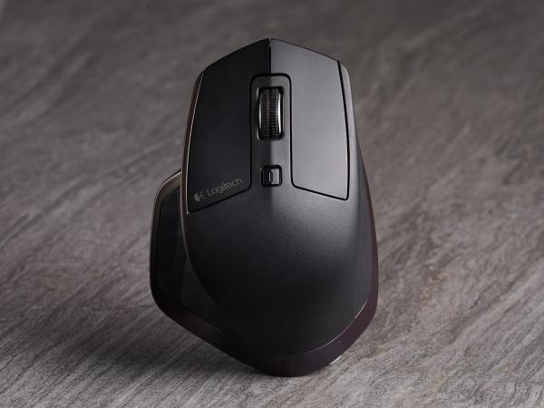 Logitech MX Master 上手體驗:平衡性有點怪的設計人旗艦鼠